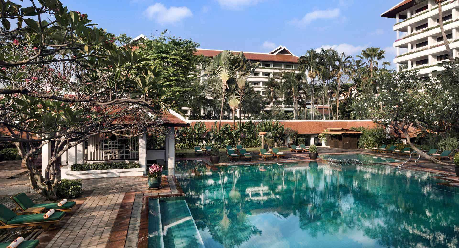 anantara_riverside_bangkok_pool_angle_1920x1037.jpg