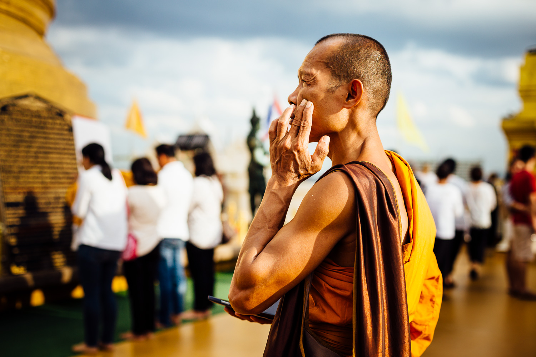 Bangkok-Thailand-Travel-Photography-Smile-People-Buddhist-Monk-Gold-Light.jpg