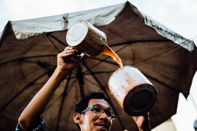 Bangkok-Thailand-Travel-Photography-Smile-People-Street-Tea-Vendor