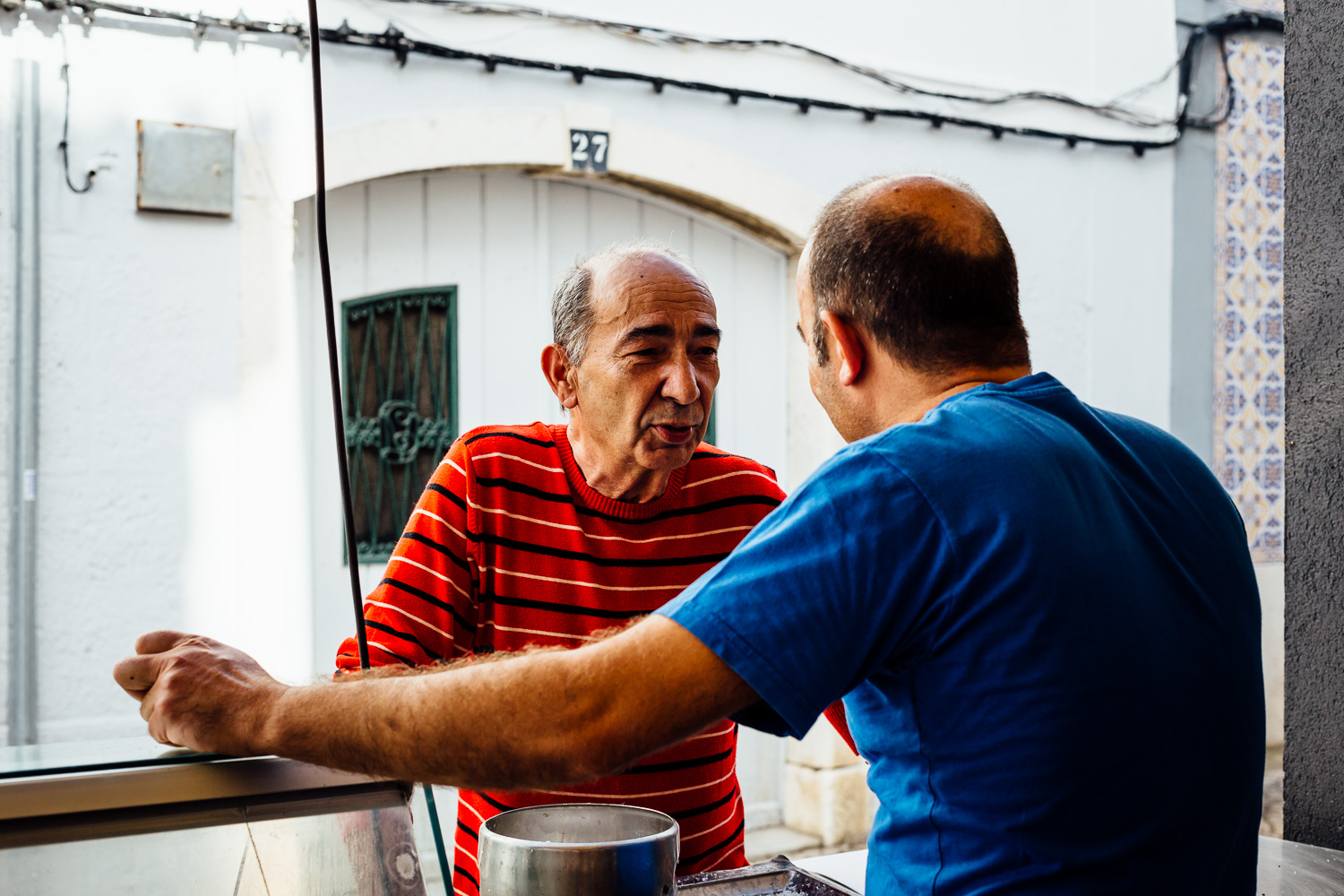 Cooking-Fish-Artesanal-Couisine-People-Street-Portugal-Travel-Photography