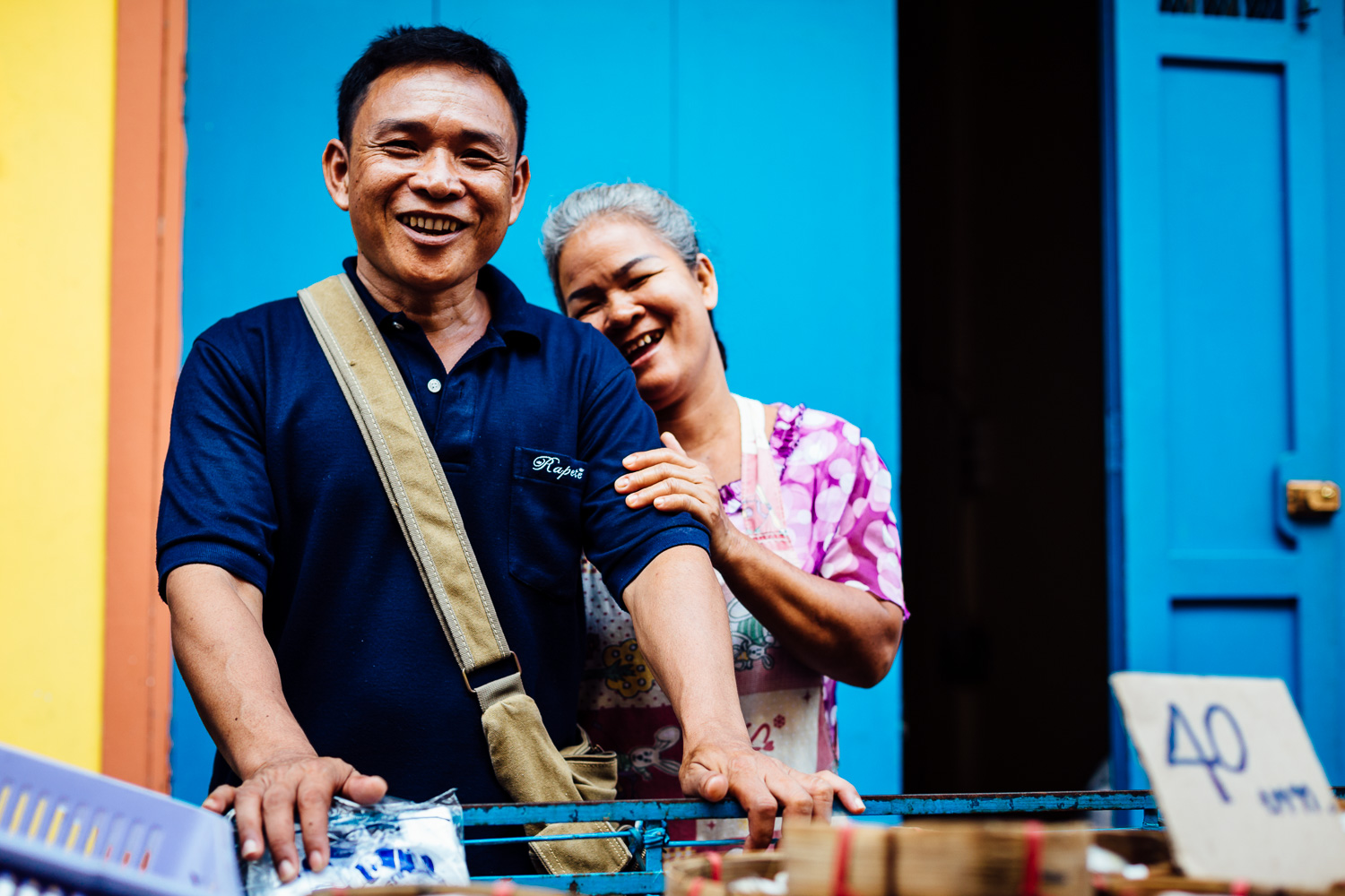 Bangkok-Thailand-Travel-Photography-Smile-People-Couple-Vendor-Color