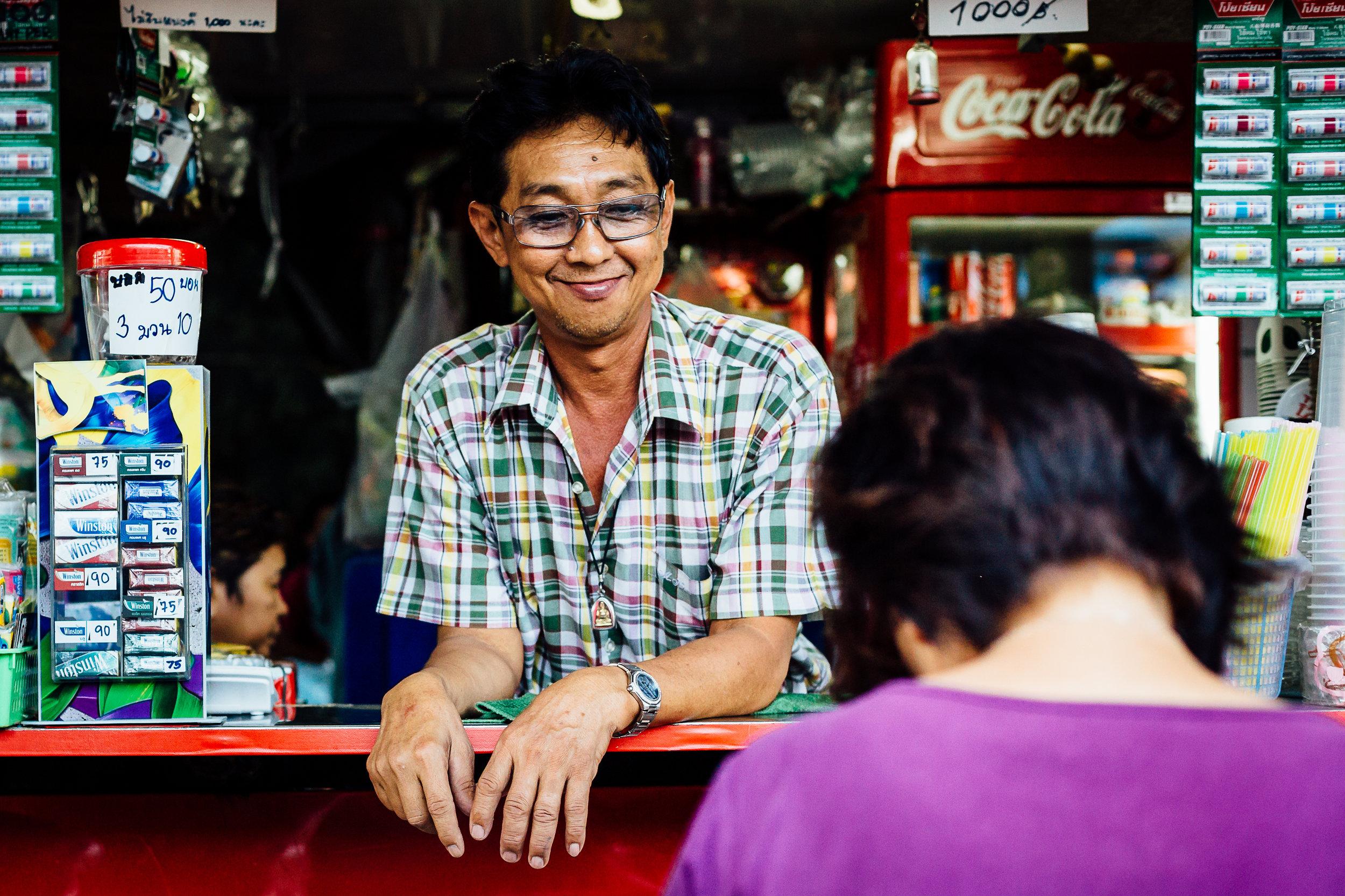 Travel-Photography-Thailand-Smile-Vendor-Market