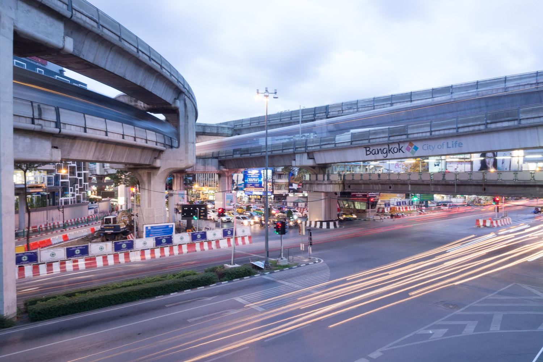 Travel-Photography-Thailand-City-Traffic-longexposure-lighttrail.jpg