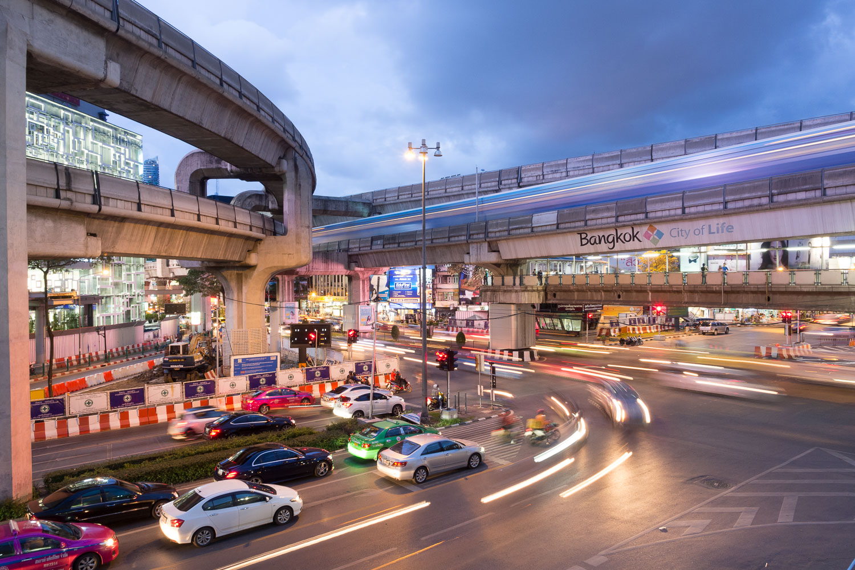 Travel-Photography-Thailand-City-Traffic-light-longexposure-2.jpg