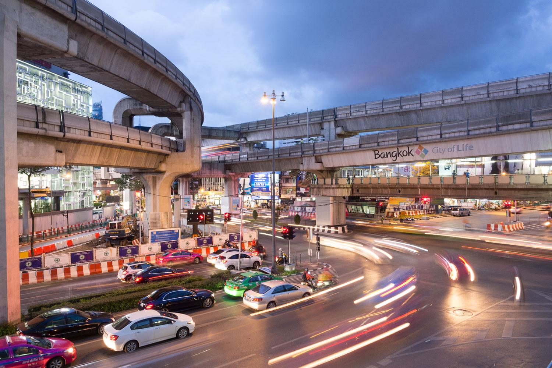 Travel-Photography-Thailand-City-Traffic-light-longexposure-3.jpg