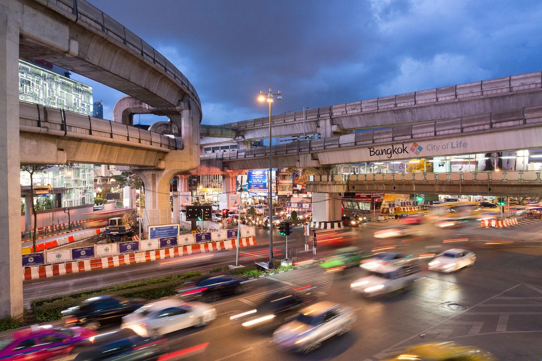 Travel-Photography-Thailand-City-Traffic-light-longexposure-7.jpg