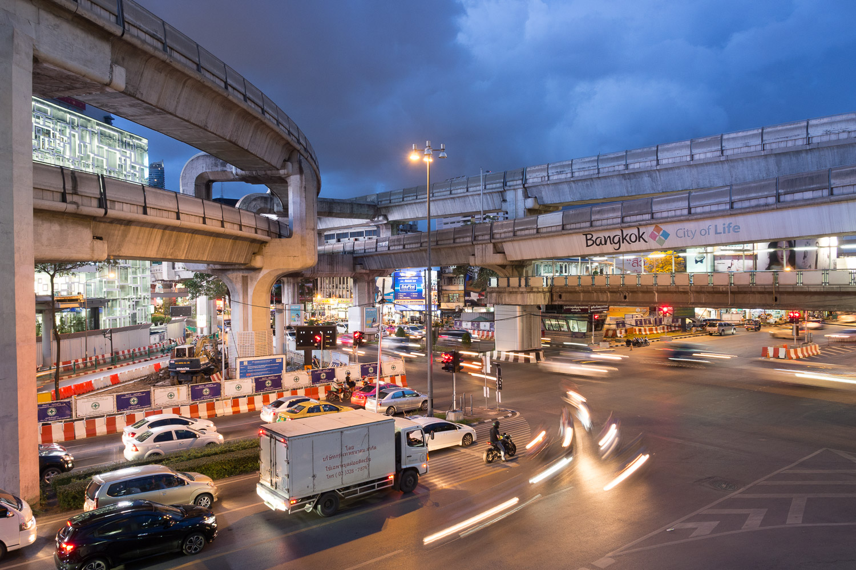 Travel-Photography-Thailand-City-Traffic-light-longexposure-8.jpg