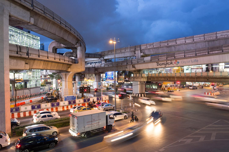 Travel-Photography-Thailand-City-Traffic-light-longexposure-9.jpg