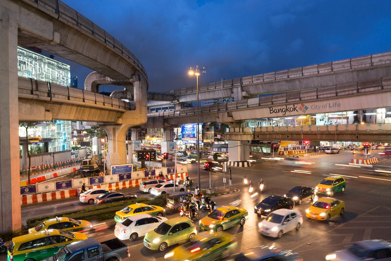 Travel-Photography-Thailand-City-Traffic-light-longexposure-10.jpg