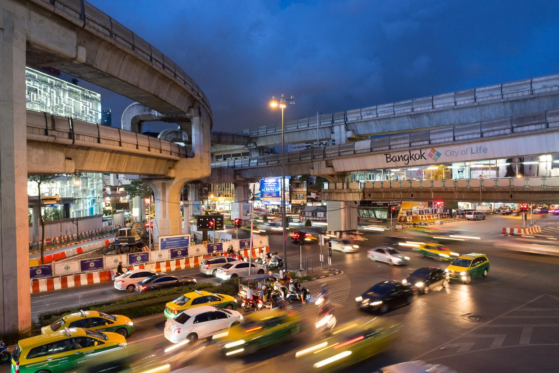 Travel-Photography-Thailand-City-Traffic-light-longexposure-11.jpg