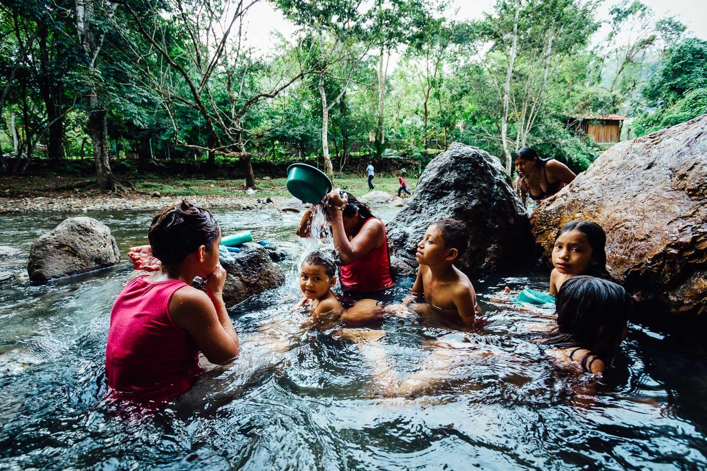 River-HotSpring-Family-Children-Honduras-CentralAmerica-Durazo-Photography