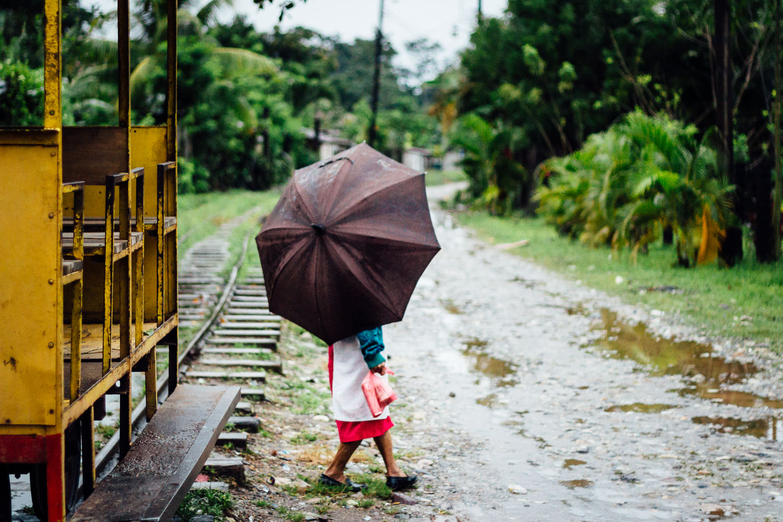 Rain-Umbrella-Jungle-Color-Woman-Honduras-Durazo-Photography.jpg