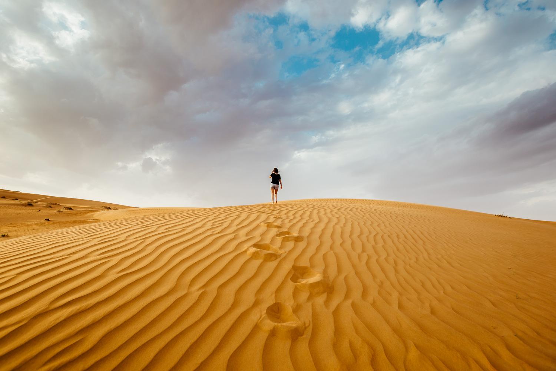Desert-Dunes-Walking-Footprints-Sky-MiddleEast-Oman-Durazo-Photography