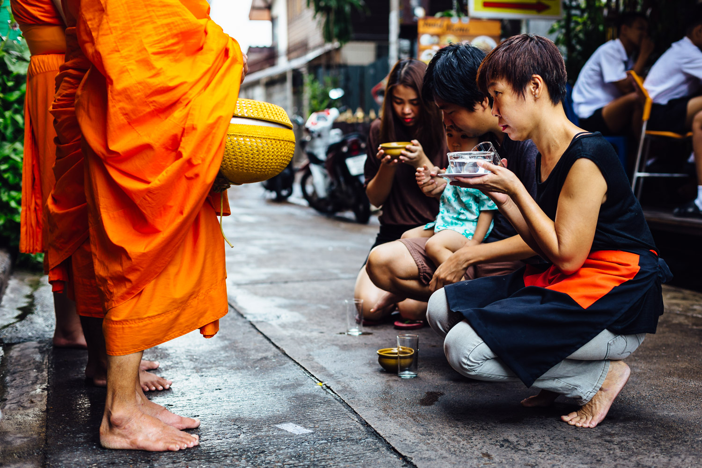 Monk-Alms-Orange-Kneel-Prayer-Travel-Thailand-Daniel-Durazo-Photography