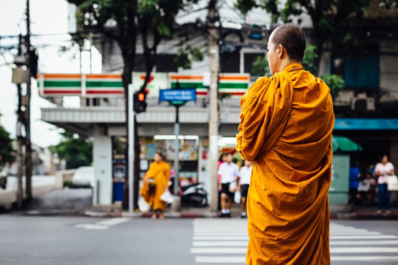 Monk-Robe-Orange-Tradition-City-Crosswalk-Travel-Thailand-Daniel-Durazo-Photography.jpg