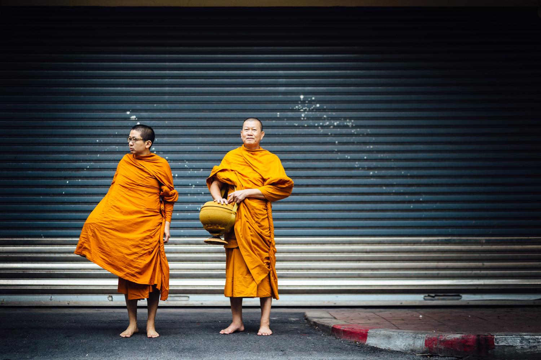 Monks-Two-Duo-Robes-Orange-Smiling-Travel-Thailand-Daniel-Durazo-Photography