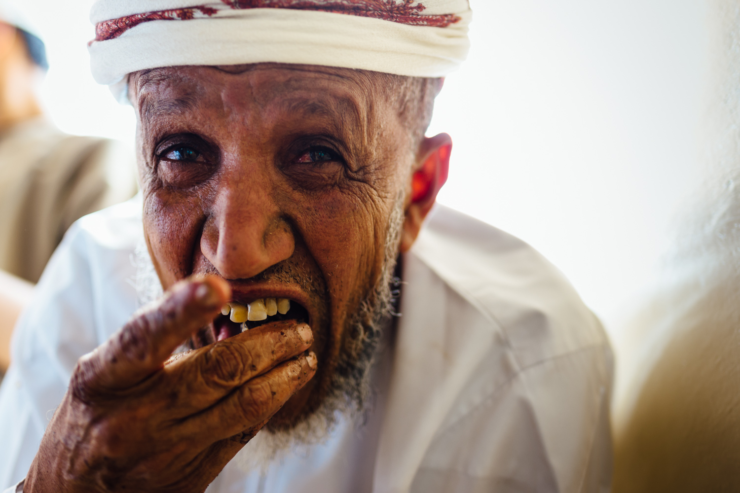 Elder-Elderly-Eating-Feast-Food-Tradition-Village-Oman-Daniel-Durazo-Photography-Durazophotography