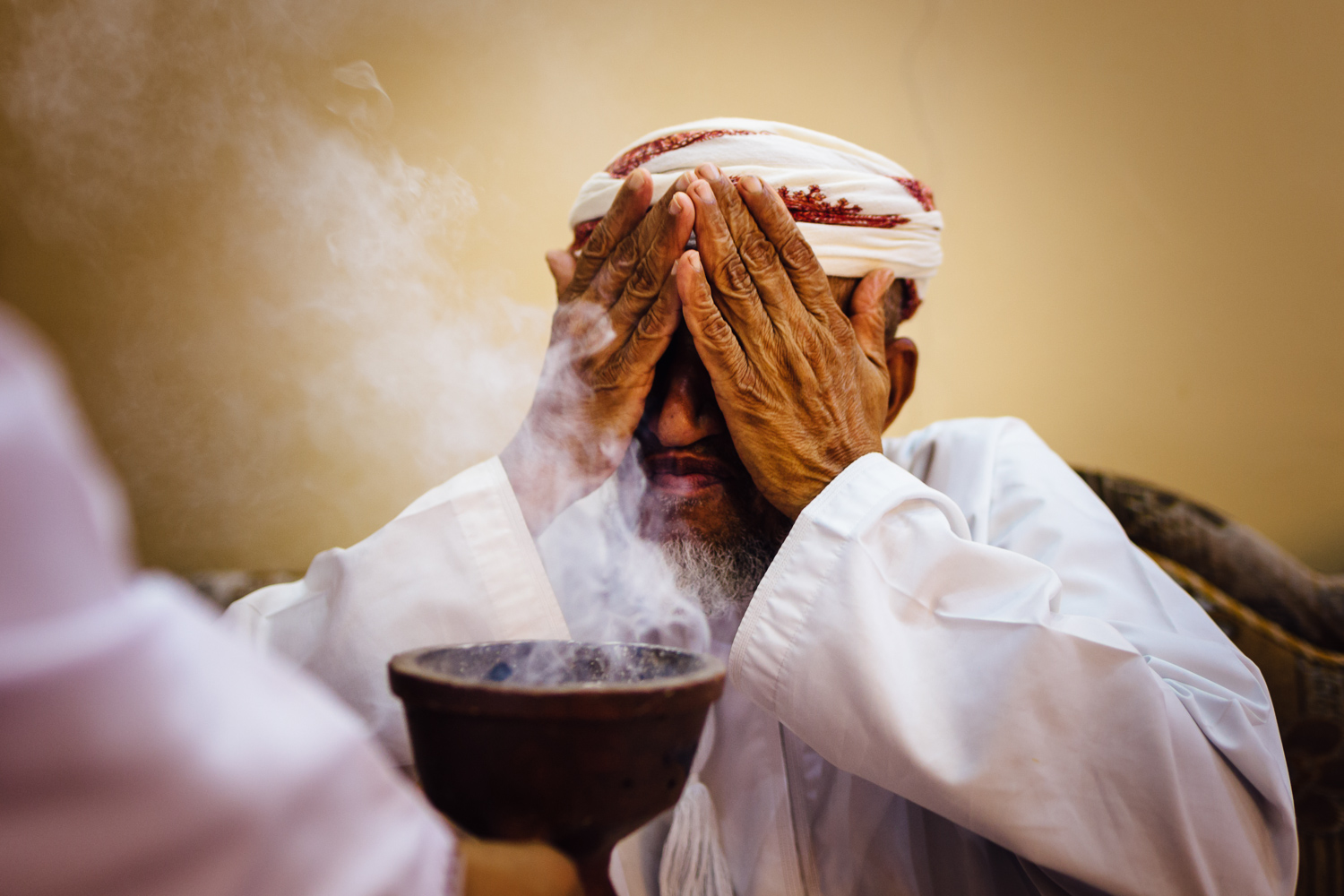 Man-OldMan-Incense-Frankincense-Tradition-Village-Oman-Daniel-Durazo-Photography-Durazophotography