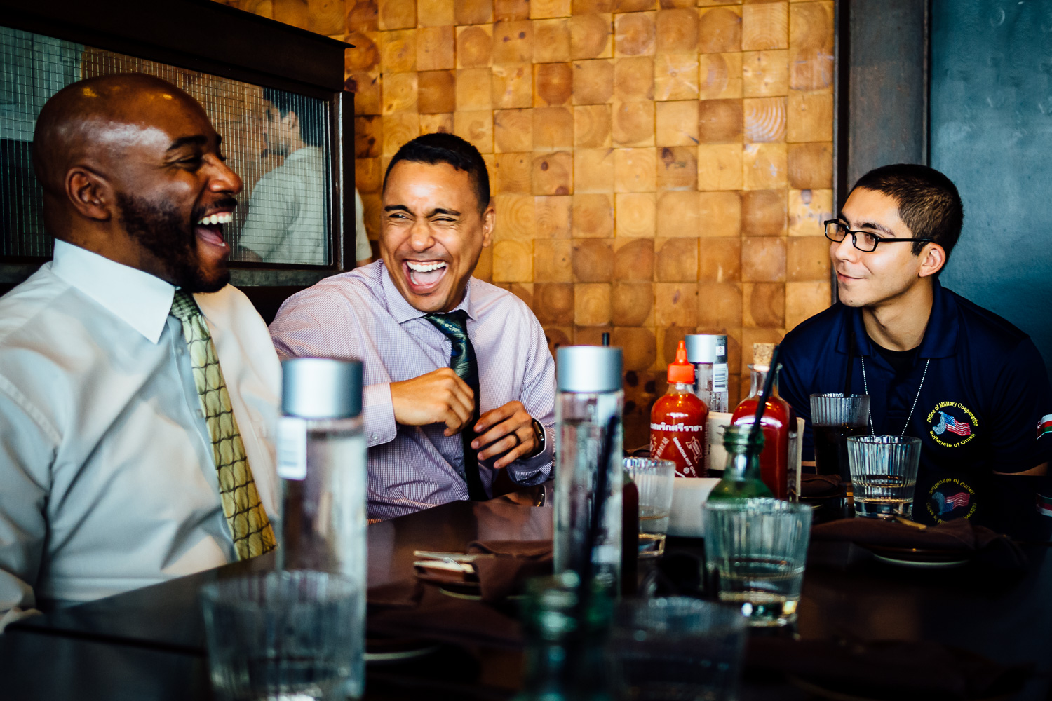 Friends-Laughing-Restaurant-Laughter-Photography-Tips-Durazo-Photography.jpg