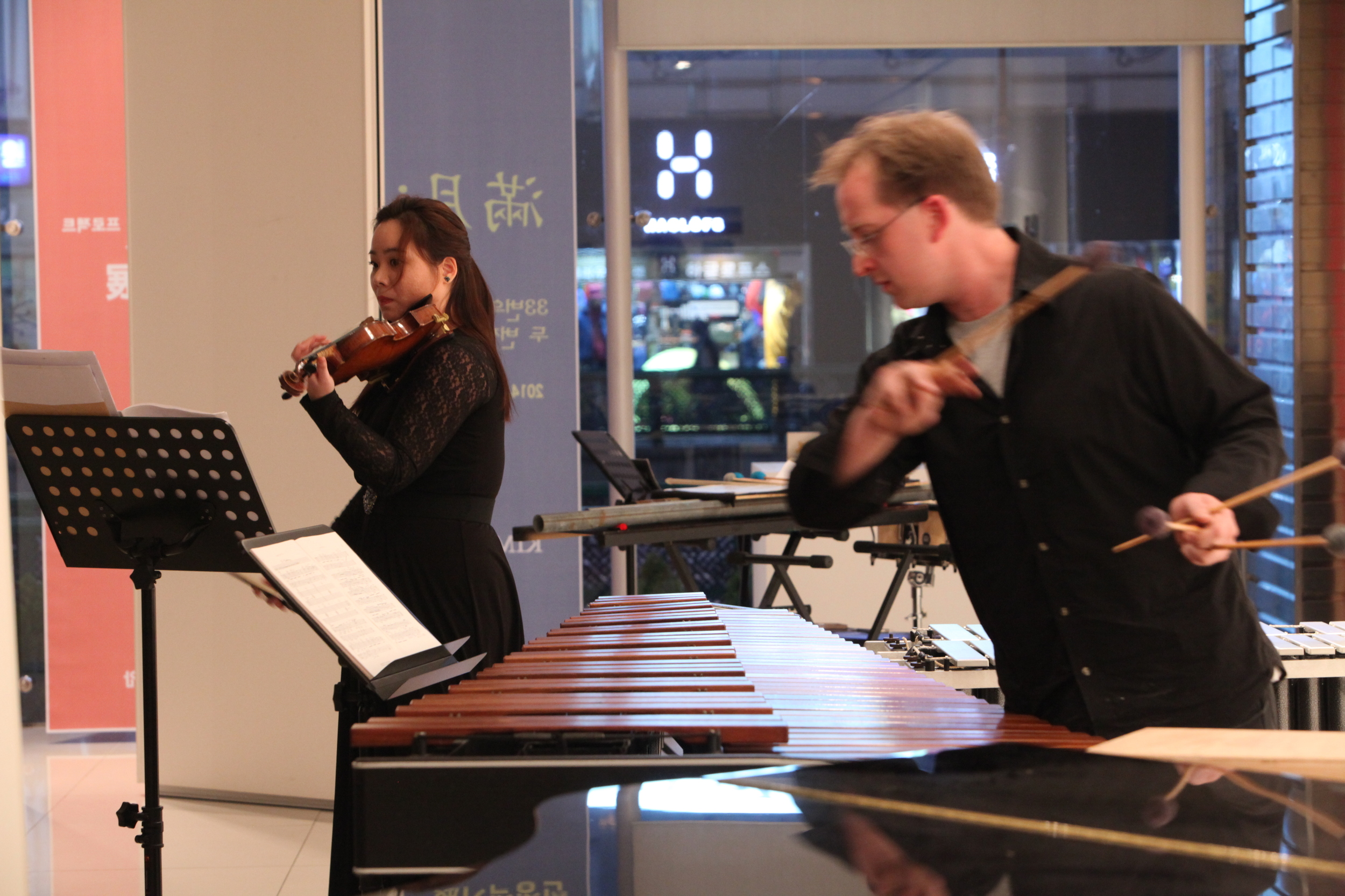 Kevin and Jung-Hwa Rhee, performing Piazzolla's L'Histoire du Tango at Yian Art Gallery in Daejeon, South Korea