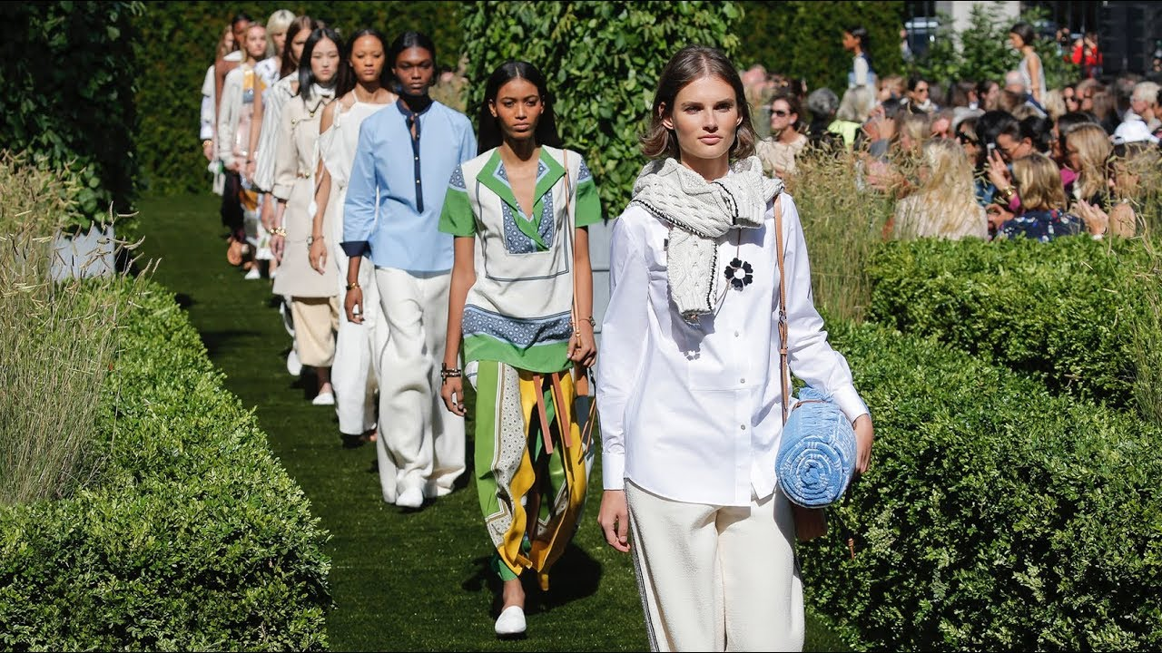 tory burch ruway outside.jpg