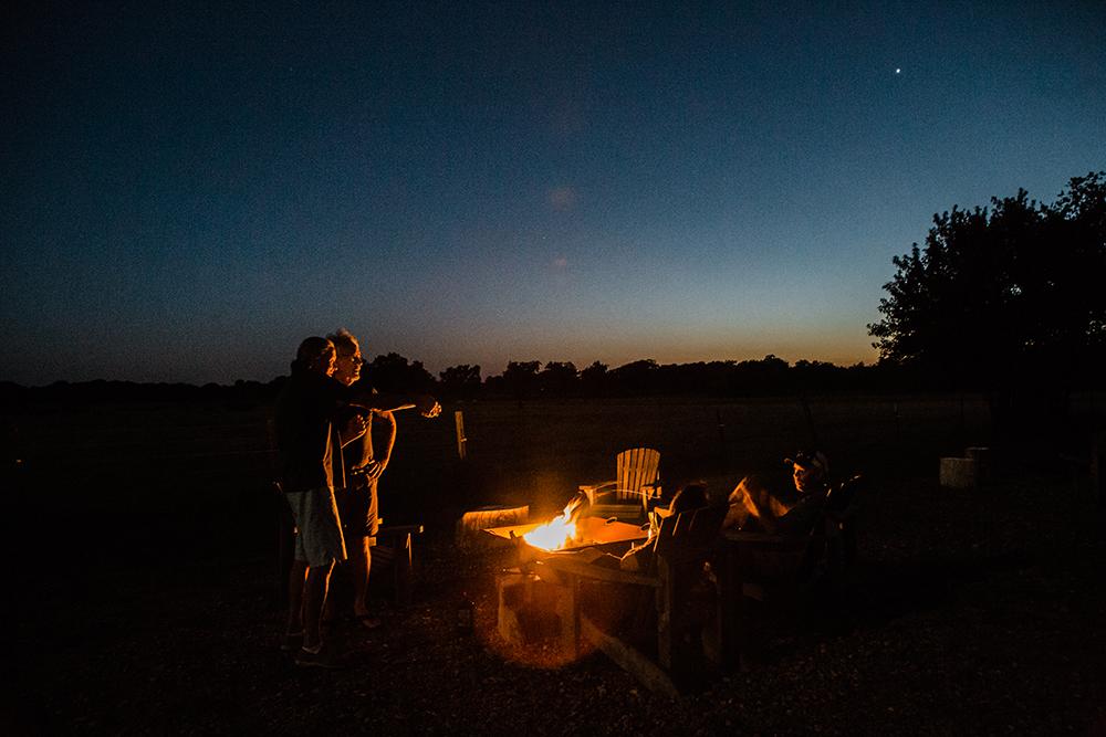 CampfireatNight.JPG