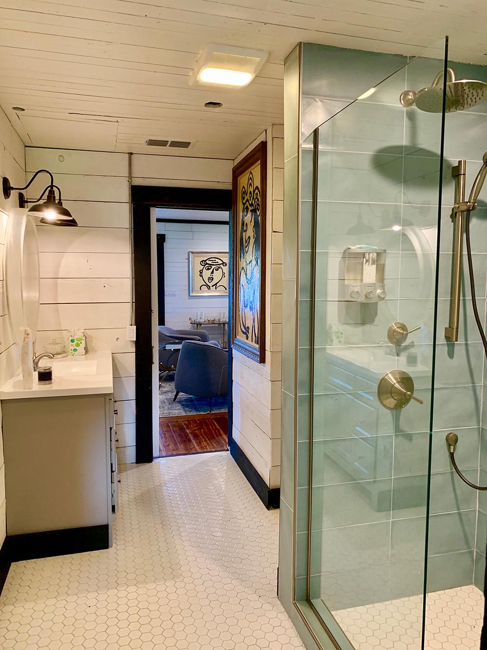 main bathroom Flophouze .JPG