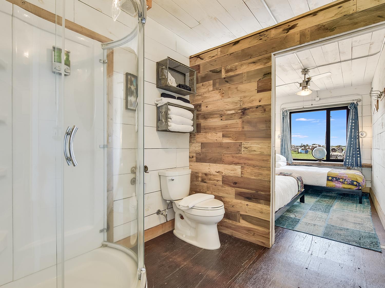 027_Unit 2 Bathroom.jpg
