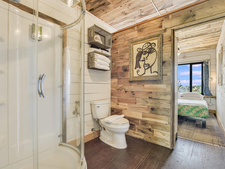 021_Unit 1 Bathroom.jpg