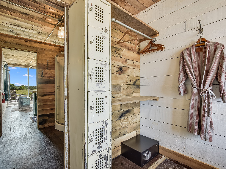 020_Unit 1 Bedroom-Bathroom.jpg
