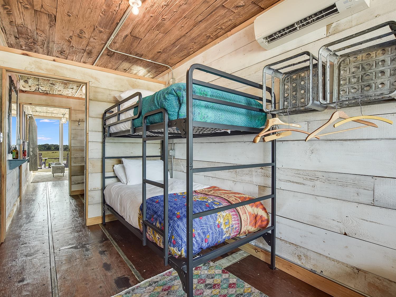 044_Unit 5 Bedroom 3.jpg
