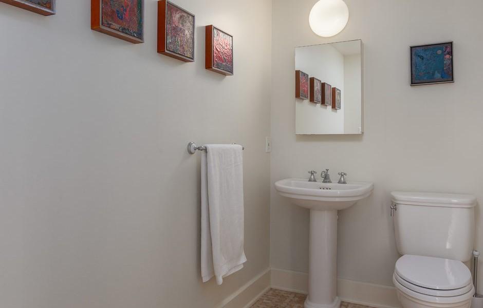 010_-W-81st-St-Playa-del-Rey-print-005-1-Powder-Room-4200x2800-300dpi_010_web-940x600.jpg