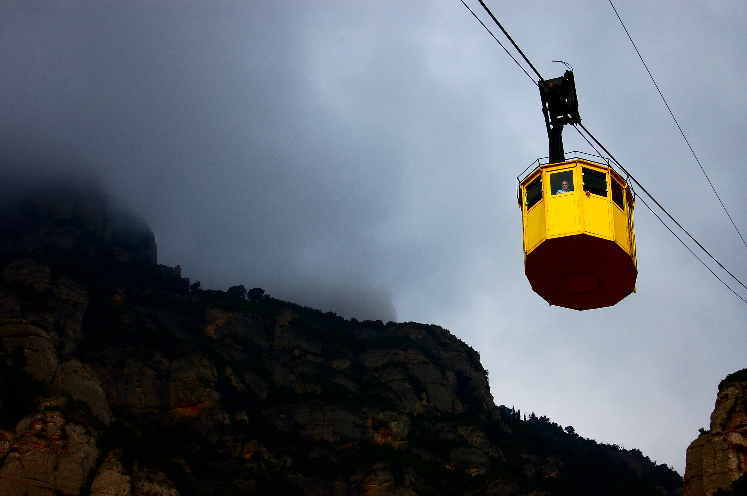yellow-cable-tram1.jpg