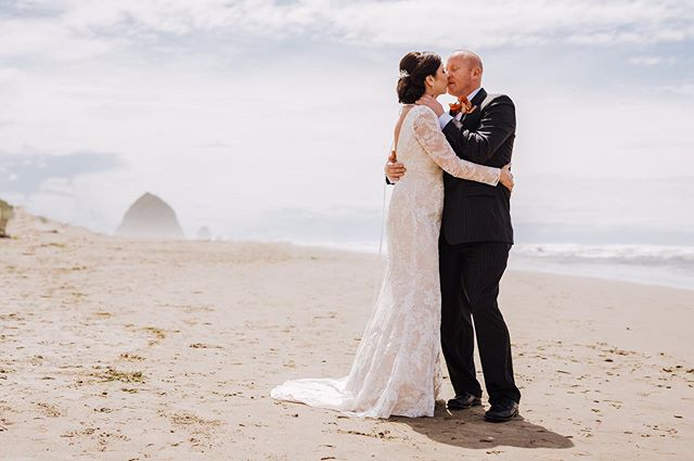 It was supposed to rain all day in Cannon Beach, but the sun came out to help these two celebrate their beautiful Oregon Coast wedding! Congrats Chris & Ginny 🎉  #cannonbeach #cannonbeachwedding  #brideandgroom #brideandgroomportrait #beachwedding #wedventuremag #adventurebrides #bridalgown  #weddingphotography #oregonweddingphotography #pnwweddingphotography #focalpointstudios #focalpointweddings #brideandgroom #oregonbride #bridalstyle