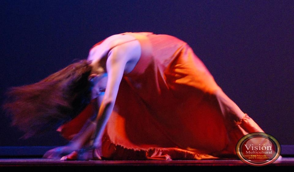 Vanessa Isaac performing a solo for the classic  Waters of March  bossa nova. Photo by Marco Caranzza