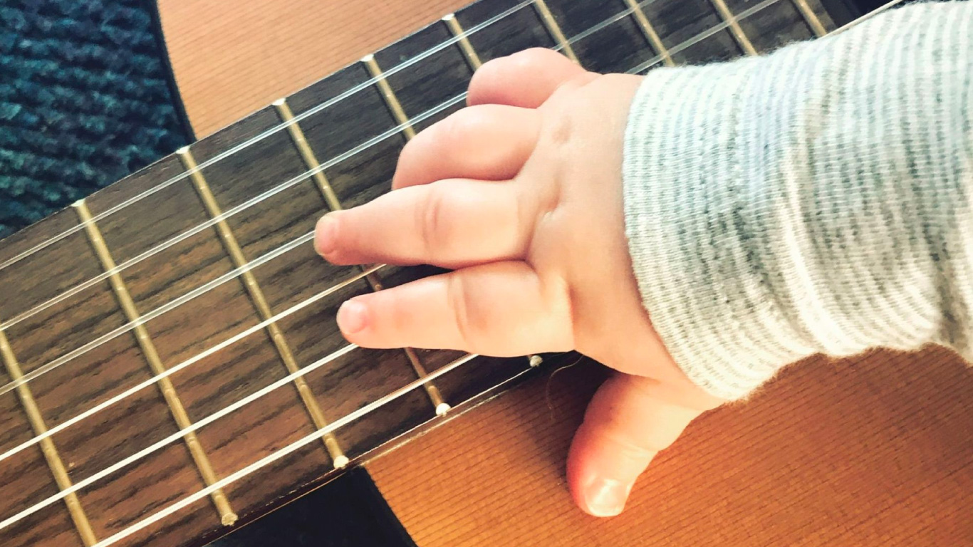 Baby hand and guitar - Boppin' Baby