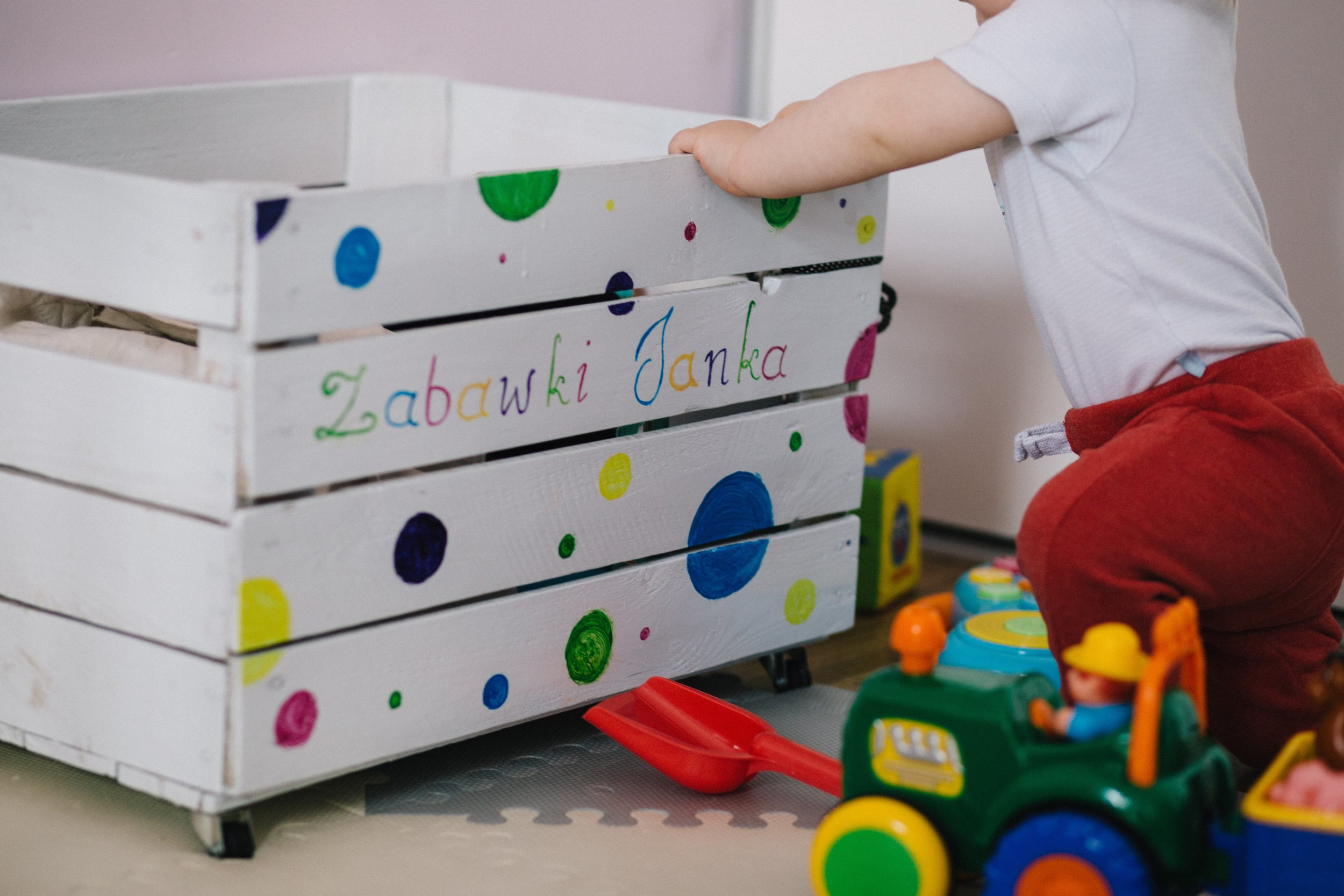 baby-child-container-437746.jpg