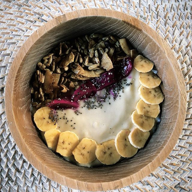 What's in your brekky bowl this Morning? ✅ 🌈  #wokeupinbali #balibreakfast #nourishbowl #healthyeating #healthyeatingideas #mininannyagency #nannylife #mumlife #parenting #brisbanefamilies #brisbanekids #ineedananny #baliliving