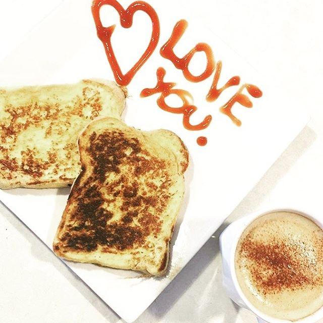 Monday mornings done right! 🖤 #mondaymornings #breakfastinbed #mood #loveyou #startyourdayright #brisbanefamilies #brisbanekids #brisbanemumsandbubs #mininannyagency #ineedananny #brisbanenanny