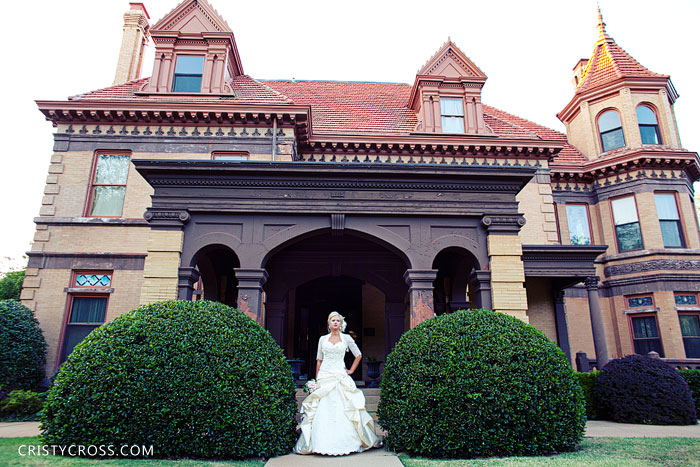 kristens-bridal-session-in-oklahoma-city-at-heritage-hills-taken-by-clovis-wedding-photographer-cristy-cross-2011_5.jpg