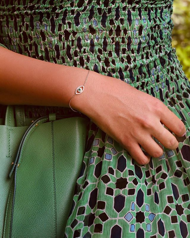 Who knew green emerald in a rose gold setting could look so gorgeous? Our new evil eye bracelet in emerald version is one of our hot picks for the summer! To view our Mediterranean Summer collection, book an appointment with us now at @the5thc. • • • • • #evileye #diamonds #diamond #diamondbracelet #bracelet #jewels #luxury #whitegold #luxurygoods #jewellery #handmade #bespoke #jewelry #jewelrydesigner #jewellerydesigner #jewellery #hkig #gia #fbloggers #fblogger