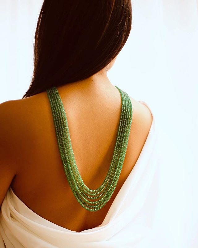 The only time you can show off a bit of skin is in the summer, so why not flaunt it? Seen here is our graduating emerald bead necklace looking radiant as ever against this revealing number. • • • • • #emerald #bead #necklace #diamondnecklace #handmade #bespoke #luxury #luxurygoods#jewellery #jewelry #jewellerydesign#jewelrydesign #jewellerydesigner#jewelrydesigner #the5thc #hkig #jewels #gia#fbloggers #fblogger #beforeandafter #transformation #hongkong #hkig #discoverhongkong
