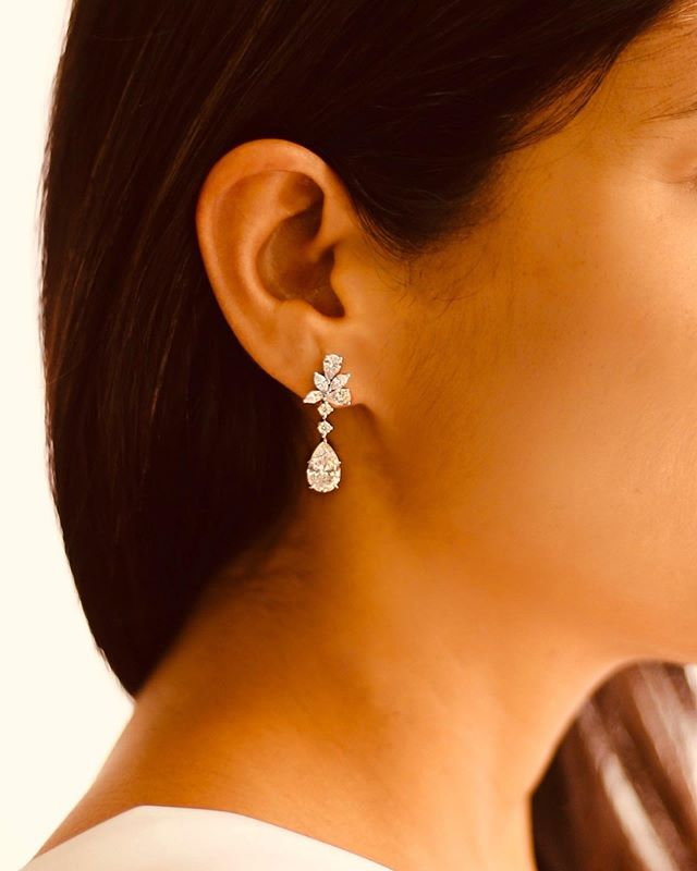 Make a statement with our Ella diamond earrings, an intricate floral design with a teardrop diamond dangling elegantly, that can be worn during anytime of the day. Drop by @the5thc now to learn more about our latest collections. • • • • • • #diamondlife #earrings #handmade #bespoke #luxury #luxurygoods#jewellery #jewelry #jewellerydesign#jewelrydesign #jewellerydesigner#jewelrydesigner #the5thc #hkig #jewels #gia#fbloggers #fblogger #beforeandafter #transformation #hongkong #hkig #discoverhongkong