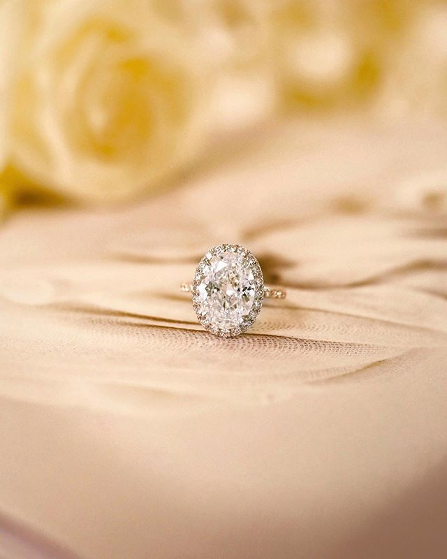 A bespoke piece for our client, our Oval halo engagement ring. It is a beautiful 4 carat D color (only the best!) oval surrounded by round diamonds in DE color. Talk about a grand gesture! • • • • • #diamondrings #ring #rings #diamonds #engagement #cocktail ring #whitegold #happiness #handmade #bespoke #luxurygoods #luxury #jewellery #jewelry #jewellerydesign #jewellerydesigner #jewelrydesign #jewelrydesigner #the5thc #hkig #jewels #gia #fblogger #officelife #bbloggers