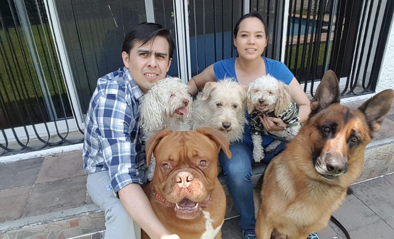 Zeus con sus papás, Sandra y Enrique y sus hermanos: Hugo, Matías, Bruno y Melike.