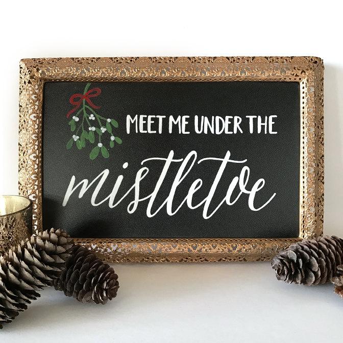 sweet_and_crafty_christmas_holiday_chalkboard_meet_me_under_the_mistletoe_sign.jpg
