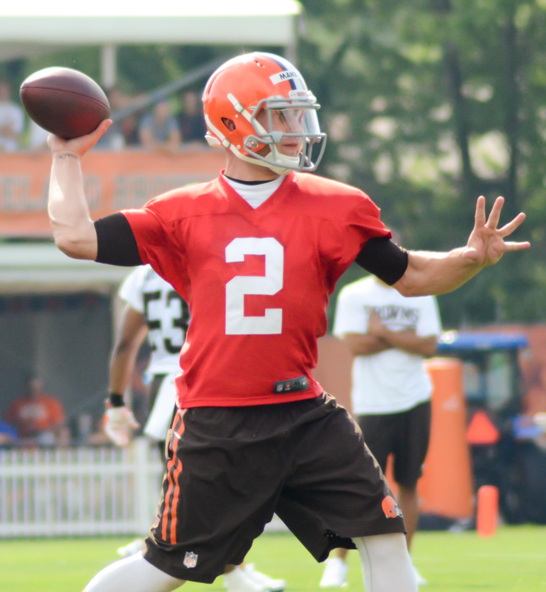 Johnny_Manziel_2014_Browns_training_camp_(2).jpg