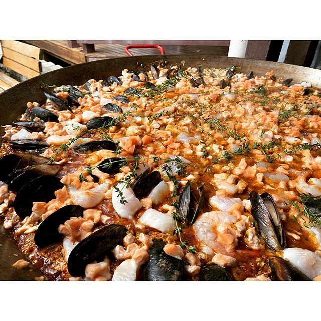 Chilly winter nights call for Paella parties 🙌🏼❄️ Hit is up at rukuscafe@gmail.com for pricing and book your epic event 🔥