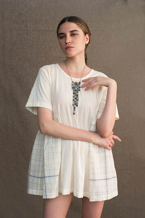 YC2T80 White knitted top with gathered big blue checked bengal cotton