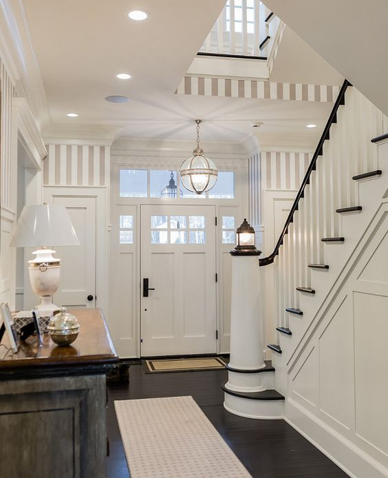 Nautical theme foyer - photo found on Homebuzz